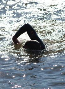 Apprendre nager le crawl 4 exercices avec vid os par for Piscine pour apprendre a nager